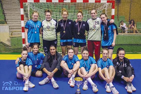 """Женски хандбален отбор """"Бъки"""" - вицешампионки"""