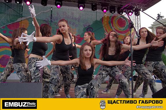 """Шоу-балет """"Магия"""" по време на Габровския Карнавал, 2012 г."""