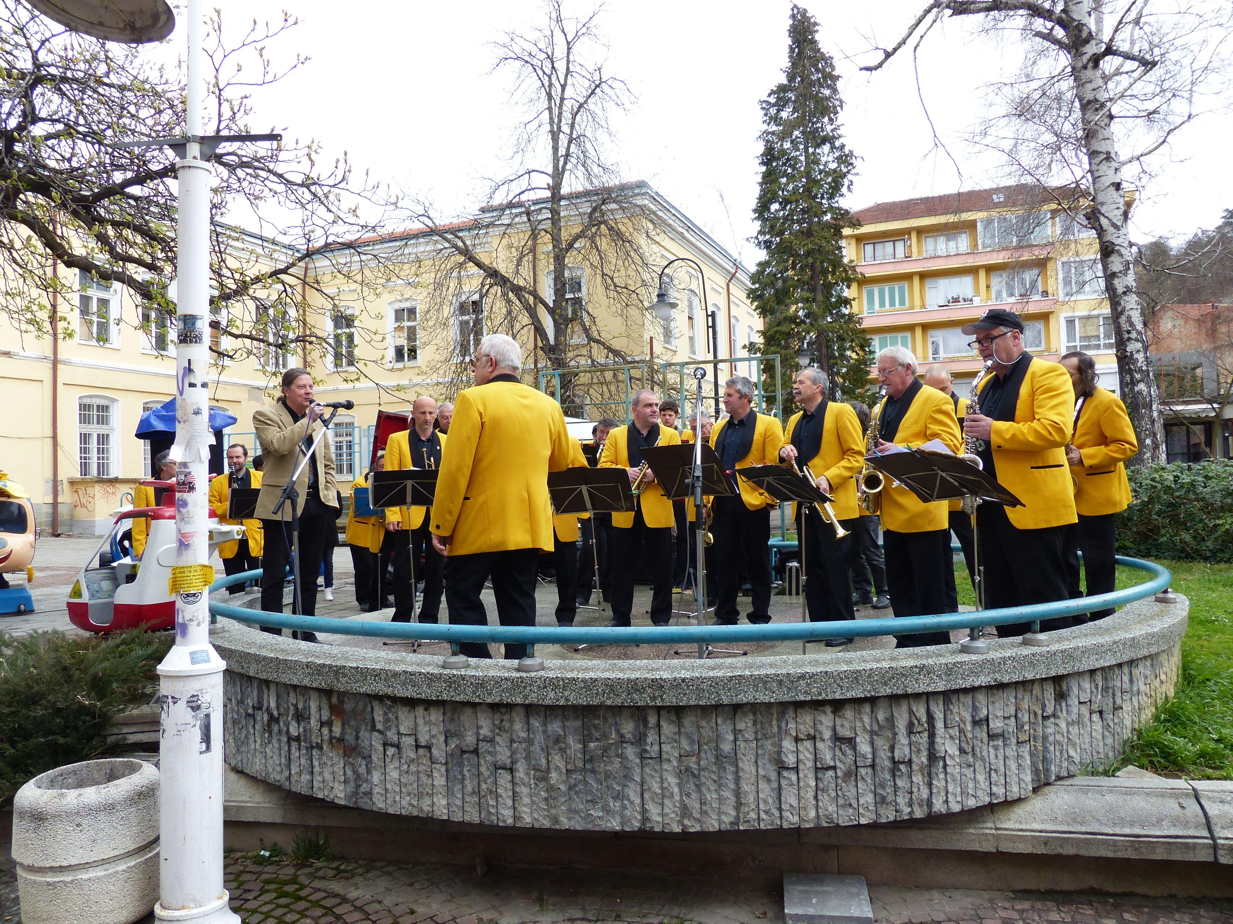 """Оркестър Габрово - открита сцена на ул. """"Радецка"""""""