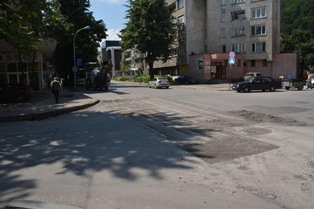 "Кръстовището на бул. ""Априлов"" с ул. ""Райчо Каролев"""