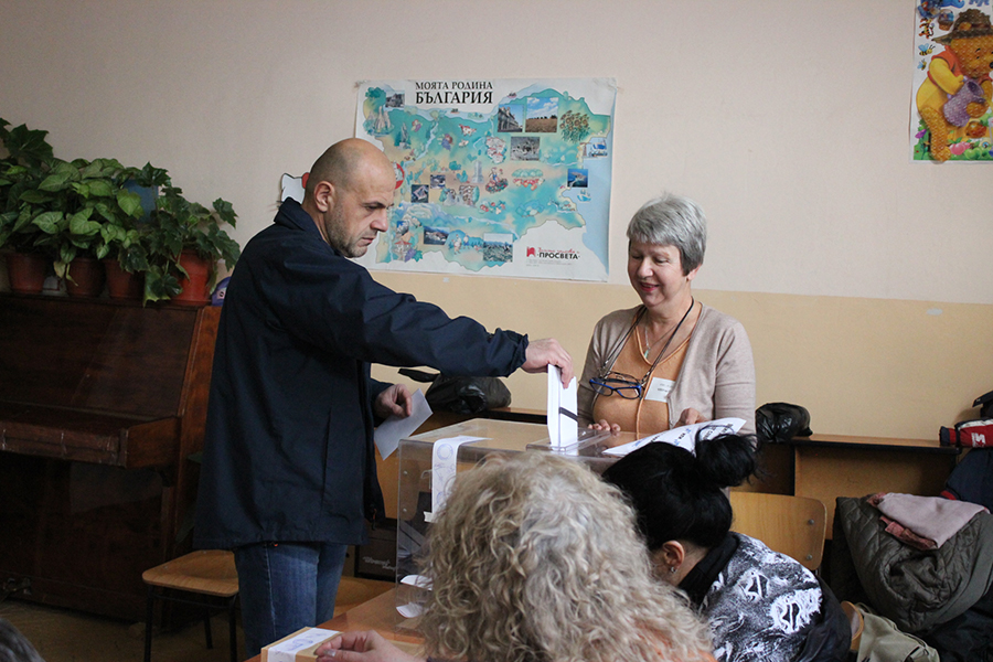 Томислав Дончев гласува в Габрово © Пресцентър на ГЕРБ - Габрово