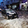 """Лед падна върху кола в Габрово. Снимка: Рудин Донев, """"Нарушителите в Габрово"""""""