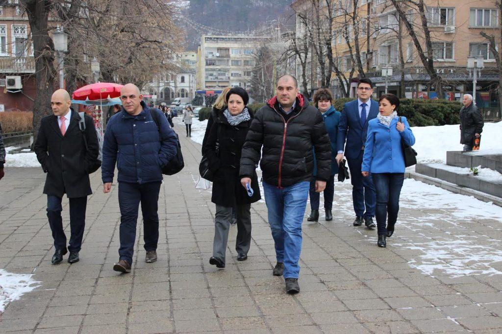 ГЕРБ-Габрово регистрира листата си за народни представители с водач Томислав Дончев © ГЕРБ Габрово