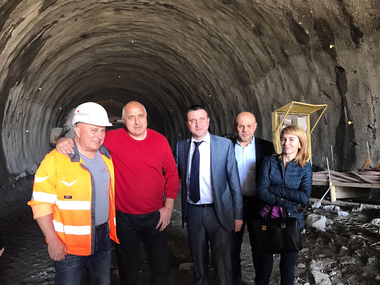 Председателят на ГЕРБ Бойко Борисов. Малък тунел под Бакойския баир, част от обходния път на Габрово. Изображение: ПП ГЕРБ