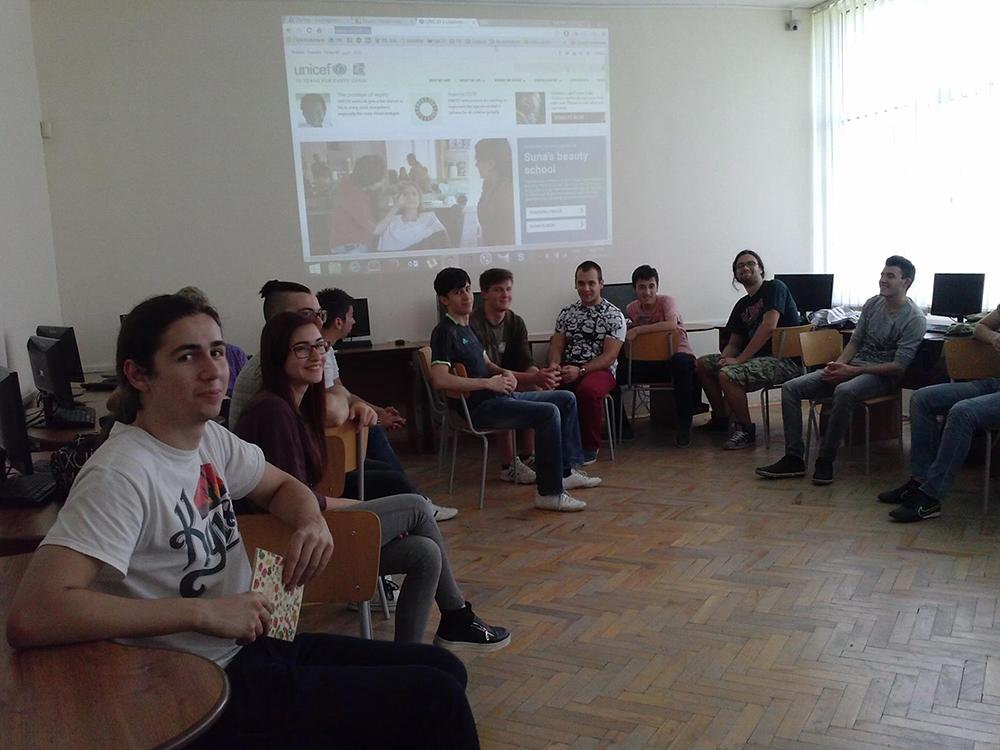 """По време на безплатен IT курс, организиран от FFW Габрово в ПМГ """"Акад. Иван Гюзелев"""""""