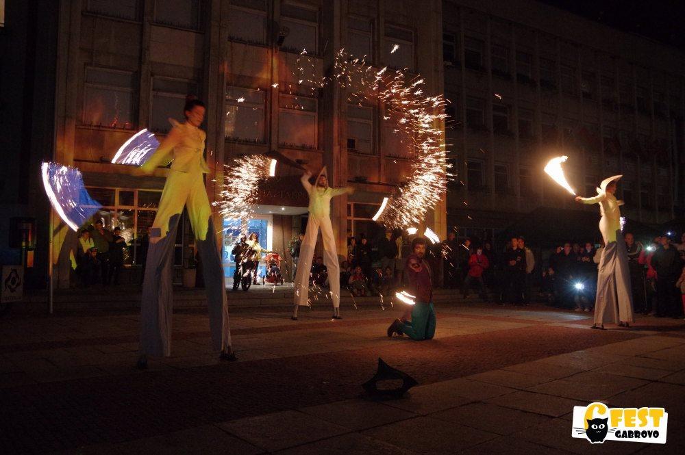 """6Fest: Огнено представление на кокили на Театър на огъня и сенките """"Fireter"""" © 6Fest"""