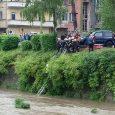 Лек автомобил падна в река Янтра в Габрово, 27 май 2017. Снимка: Албена Танева, Facebook