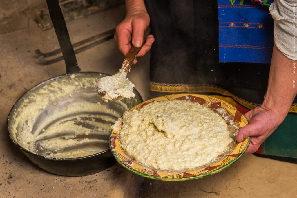 """Традиционното ястие за Петровден """"Бял мъж"""" © ЕМО """"Етър"""""""