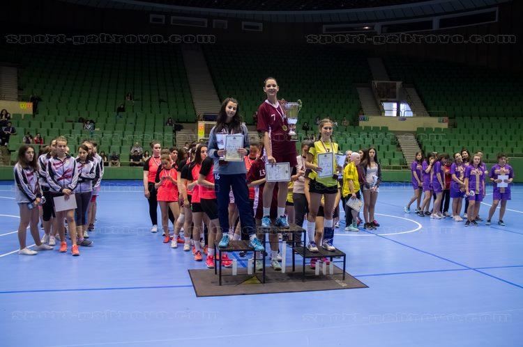ПМГ е шампион на Ученическите игри по хандбал за 2017 г. © sport-gabrovo.com
