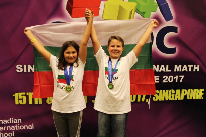 Рая Шикова и Ясен Пенчев - победители в Сингапурската международна математическа олимпиада на предизвикателствата