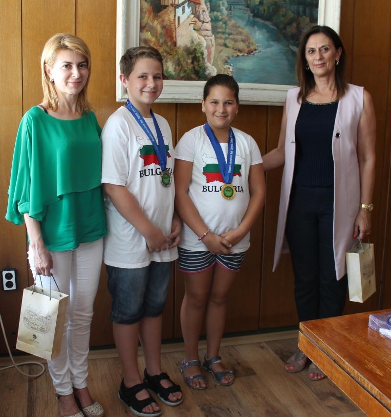 Рая Шикова и Ясен Пенчев на среща с Таня Христова и Лена Георгиева