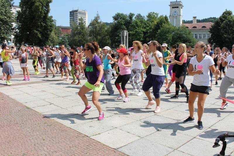 """Зумба маратон """"Габрово се смее, зумба да живее!"""" © Община Габрово"""