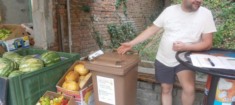 Община Габрово раздаде индивидуални контейнери за био отпадъци на зеленчукови магазини