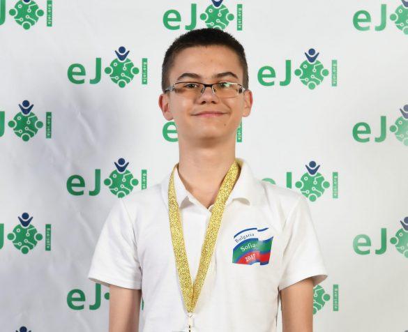 Мартин Копчев - златен медалист от първата Европейска младежка олимпиада по информатика eJOI © BulFoto