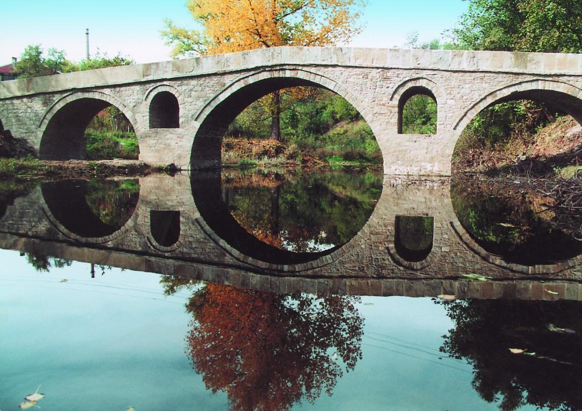 Мостът на Колю Фичето над река Дряновска