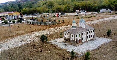 """Църквата в Габрово """"Успение Богородично"""" - в парка с архитектурни миниатюри """"Търновград - духът на хилядолетна България"""""""