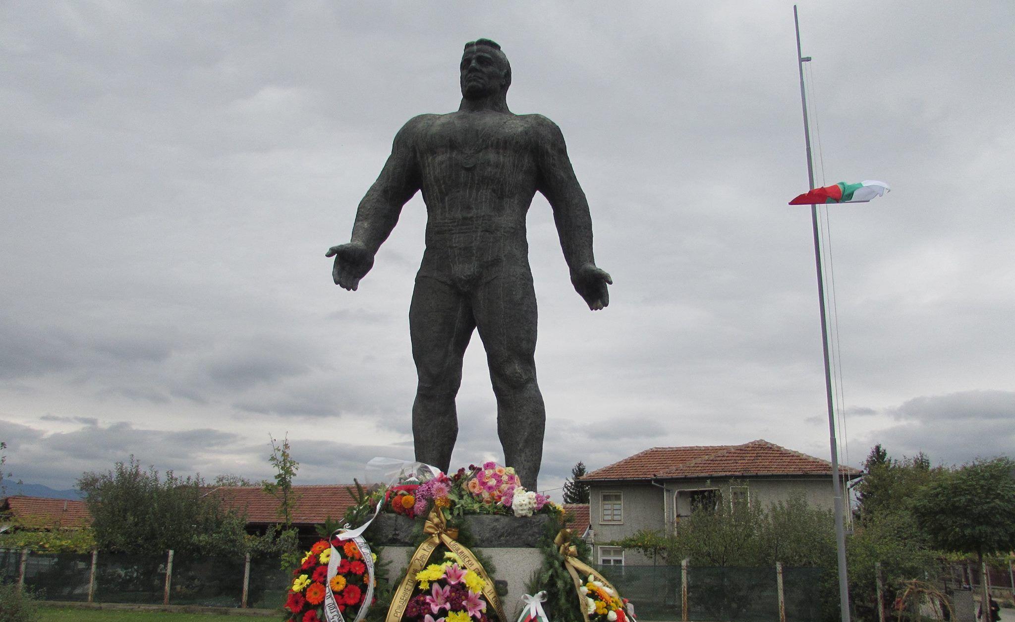 125 години от рождението на Дан Колов, Сенник, 28 октомври 2017 © Община Севлиево