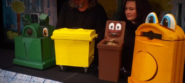 """Куклен спектакъл """"Цветовете на боклука"""" в Държавен куклен театър - Габрово"""