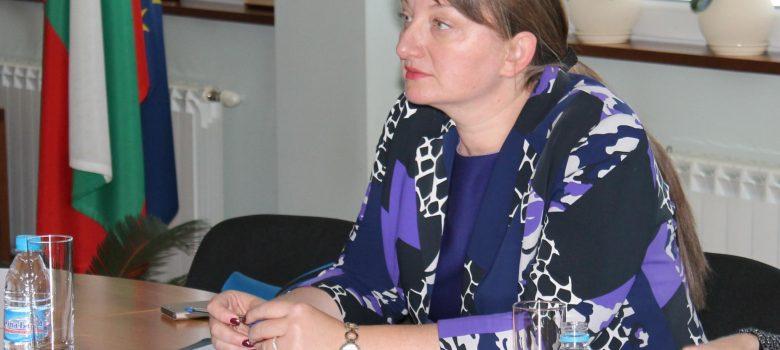 Заместник-министърът на образованието Деница Сачева в Габрово