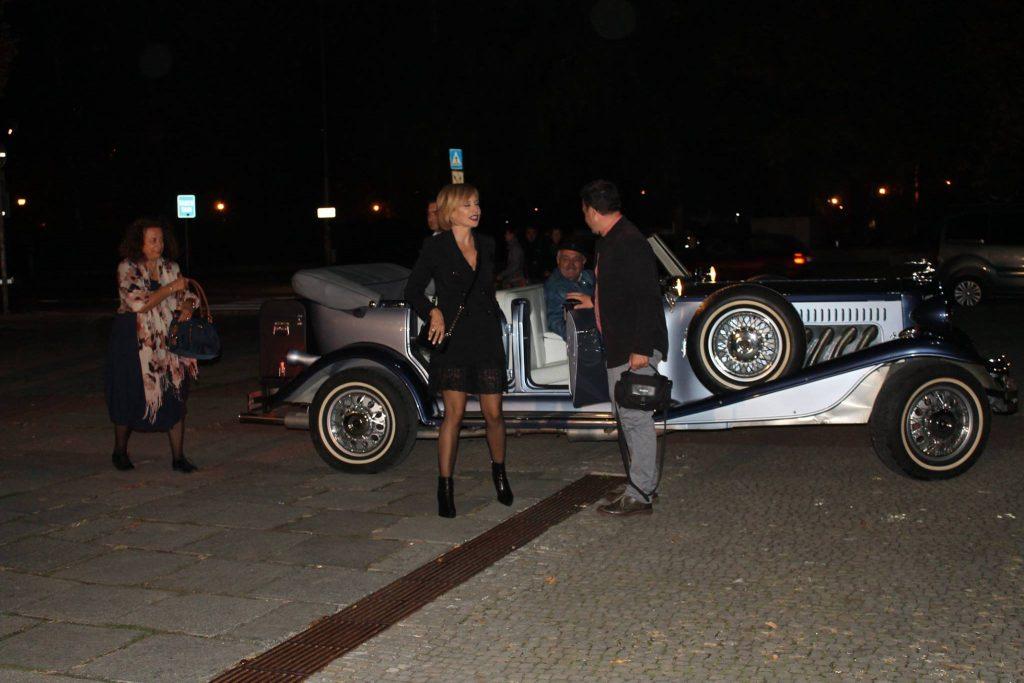 Журито на Смешен филм фест 8 пристига с ретро автомобил