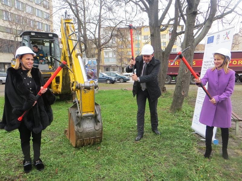 Таня Христова направи първа копка по проекта за модернизация на градския транспорт в Габрово