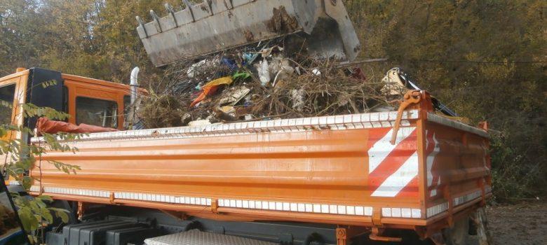 Почистване на сметище край обходния път към Велико Търново