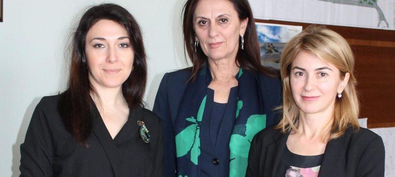 Отляво надясно: Наргиз Гурбанова (Посланик на Р Азербайджан), Лена Георгиева (Председател на ОС), Таня Христова (Кмет)