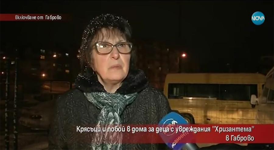 """Татяна Донева - - една от служителките в Центъра за настаняване от семеен тип за деца и младежи с увреждания """"Хризантема"""" 27 в Габрово, заснета в клип с насилие над дете © Нова телевизия"""