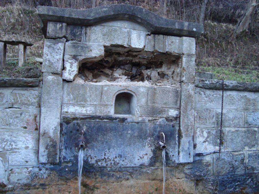 Разбитата чешма в село Баевци. Снимка: Валя Иванова