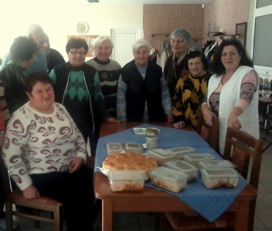 Дневен център за стари хора в Габрово приготви храна за бездомните © Община Габрово