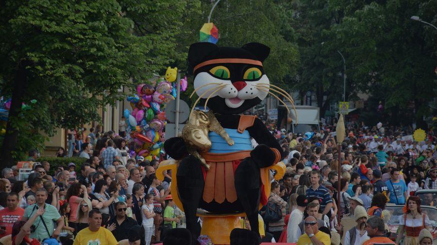 Габровската котка по време на Карнавала. Източник: carnival.gabrovo.bg