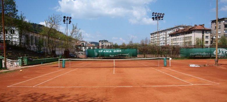 """Тенис кортове в Спортен комплекс """"Христо Ботев"""" в Габрово"""
