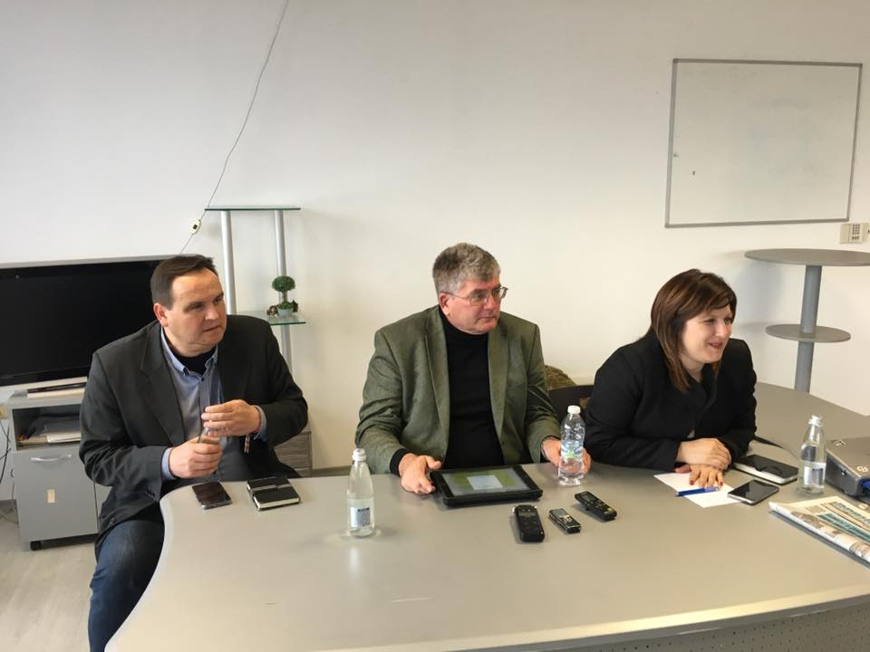 Отляво надясно: Николай Григоров, Еленко Божков (бивш член на ДКЕВР), Кристина Сидорова (депутат от БСП) © БСП Габрово