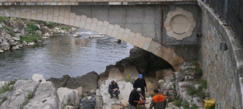 Пролетно почистване 2018: Коритото на Янтра под моста Игото © Община Габрово