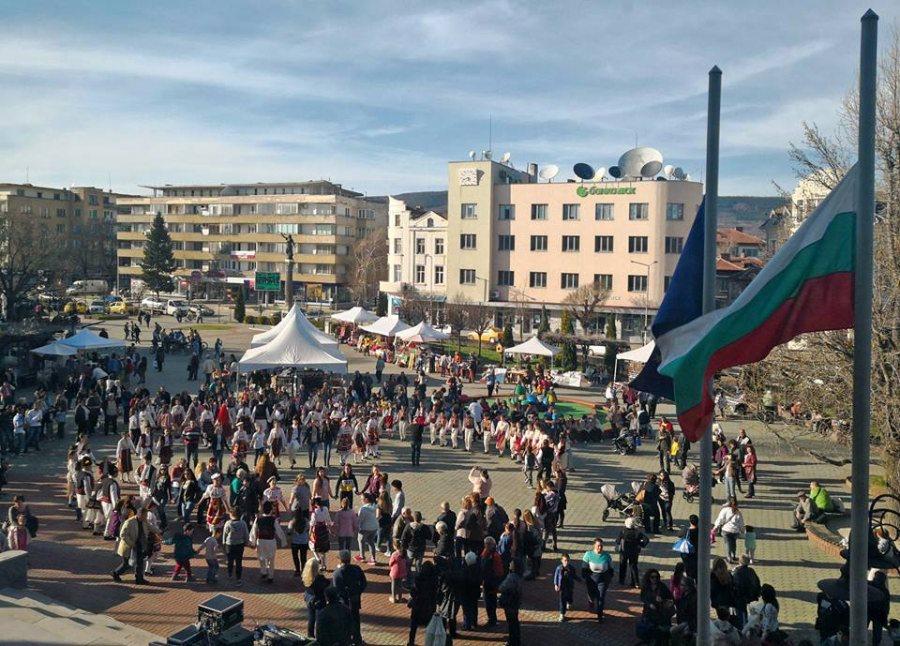 """Концерт на фолклорен ансмбъл """"Развитие"""", Европейски дни на художествените занаяти в Севлиево, 30 март 2018 © Община Севлиево"""