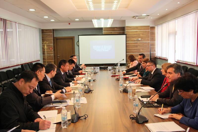 Китайска компания на среща с министъра на МРРБ Николай Нанков за тунела под Шипка