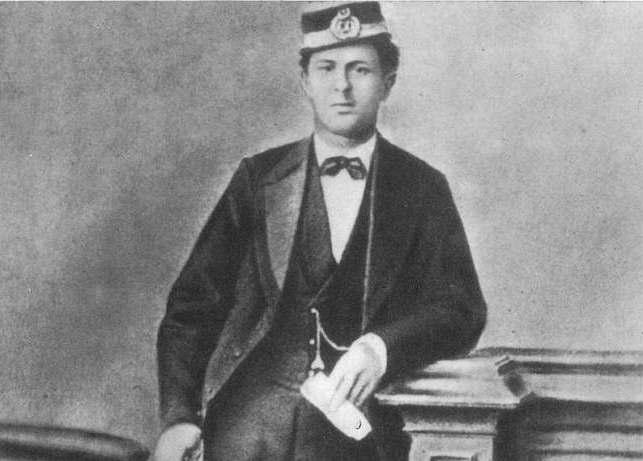 Тодор Каблешков като началник гара в Белово. Източник: Wikipedia