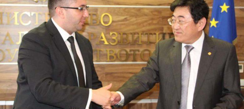 Регионалният министър Нанков подписва рамкови споразумения с китайски компании © МРРБ