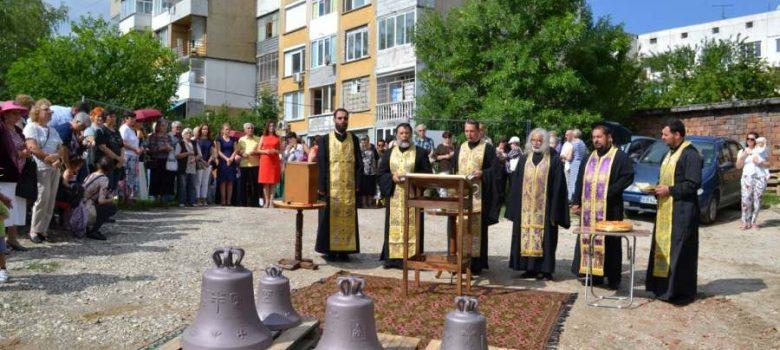 Тържествено освещаване на камбаните на храма в кв. Младост, Габрово © Община Габрово