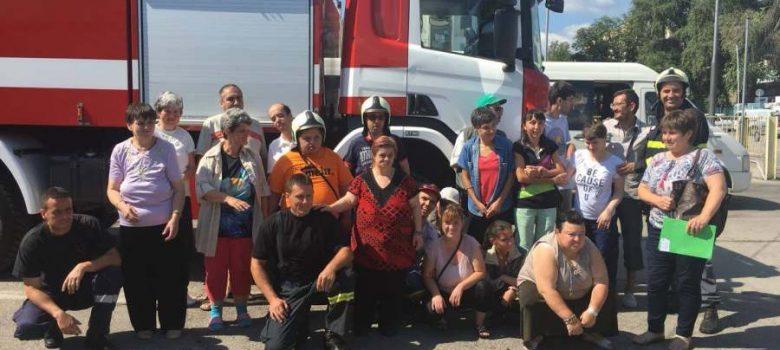 Група от Дневен център за пълнолетни лица с увреждания в Пожарна Габрово © РДПБЗН – Габрово