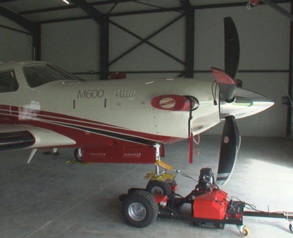 На летището в Драгановци: Частният самолет, излетял без проверка от летище София © bTV