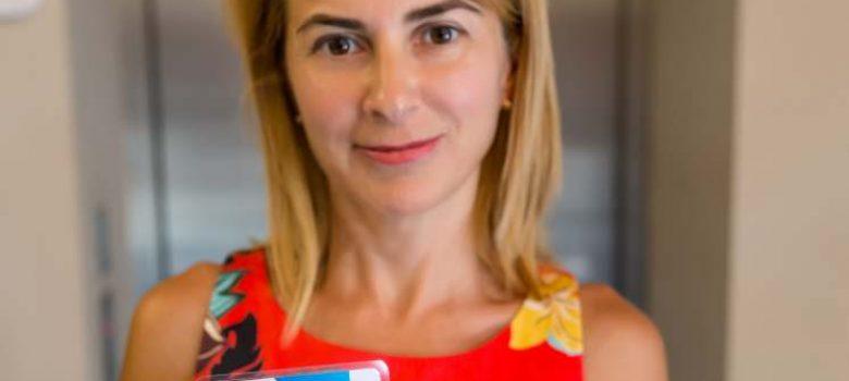 """Таня Христова - притежател на членска карта """"Приятели на Хумора"""" в ДХС © ДХС"""