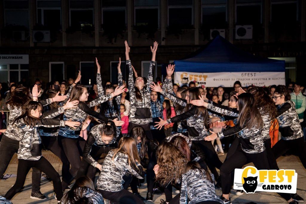 """Шоу-балет """"Магия"""". Спектакъл на площад """"Възраждане"""", Фестивал за улични изкуства 6Fest, 5 октомври 2018 © 6Fest, фотограф: Eli Deli"""