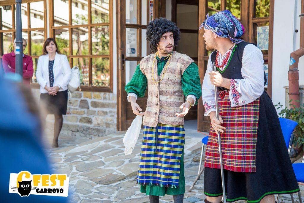 """Младежки театрален състав """"Смехоранчета"""" на Фестивал за улични изкуства 6Fest Габрово, 6 октомври 2018 © 6Fest, фотограф: Eli Deli"""