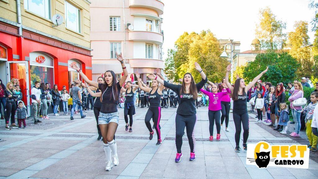"Зумба с Васи на ул. ""Радецка"". Танцово шествие на фестивала за улични изкуства 6Fest, 5 октомври 2018 © 6Fest, фотограф: Eli Deli"