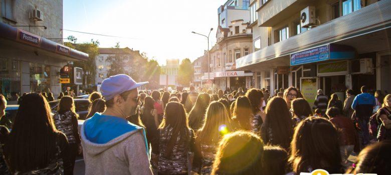 "Танцово шествие на Фестивал за улични изкуства 6Fest по ул. ""Априловска"", 5 октомври 2018 © 6Fest, фотограф: Eli Deli"