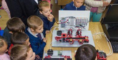 """Децата от ДГ """"Дъга"""" на гости в Технически университет Габрово © Община Габрово"""