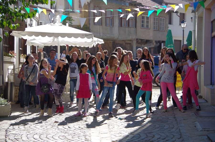 """Кадър от снимките на клипа """"Щастливо Габрово"""" през 2014 г."""