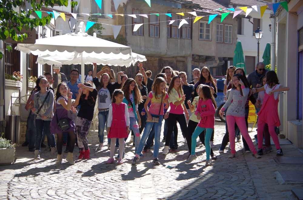 """Кадри от снимките на клипа """"Щастливо Габрово"""" в Шести участък. Фотограф: Емил Михов"""