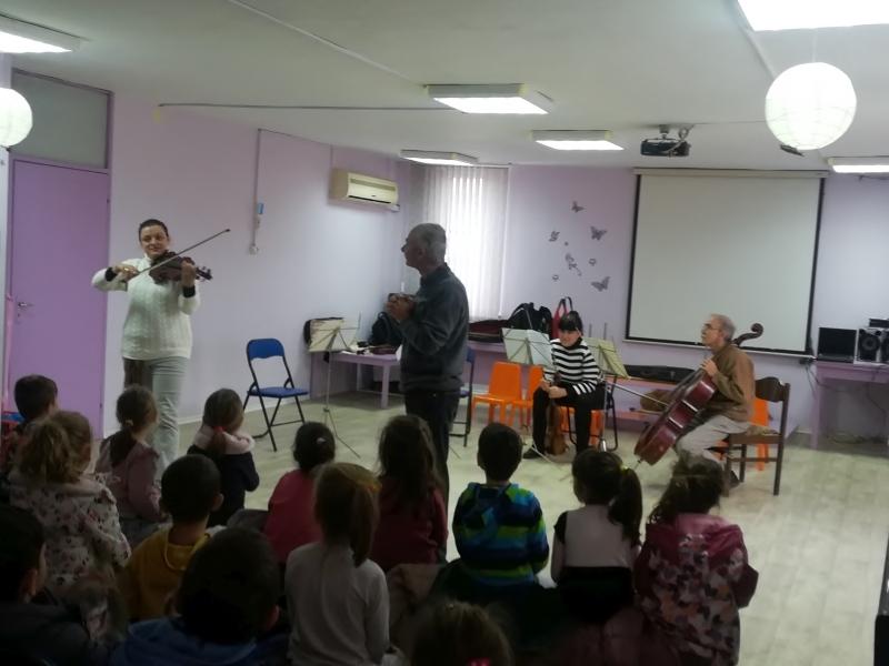 """Габровски камерен оркестър с образователен концерт за децата в ДГ """"Дъга"""" © Община Габрово"""